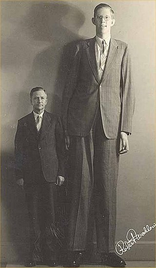 Robert Wadlow next to his father