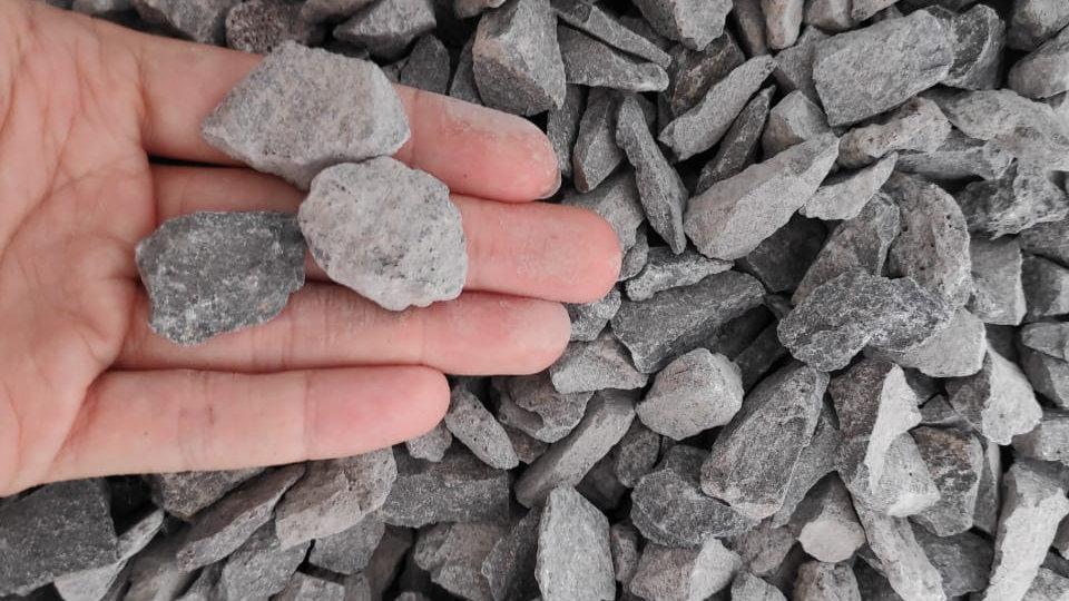 STONE CRUSHER: batu split size 10-20mm