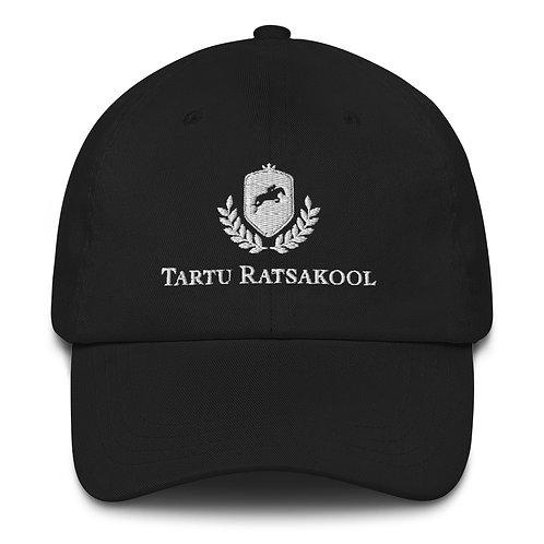 Valge logoga Tartu Ratsakooli nokamüts