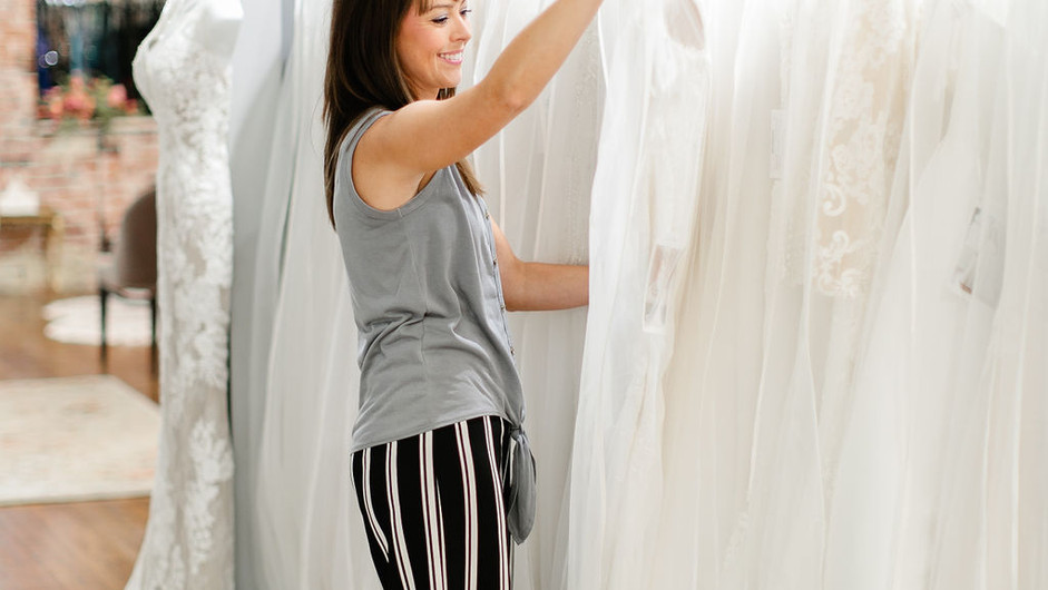 Top Five Common Mistakes While Shopping for a Wedding Dress
