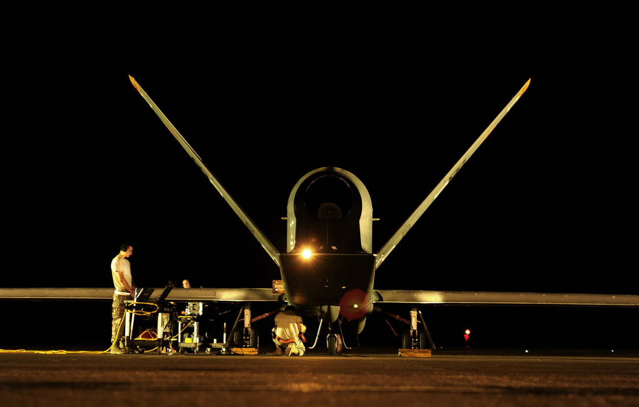 RQ-4-GLobal-Hawk-Prepares-for-flying-mis