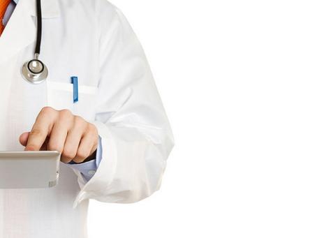 Plano de saúde deve indenizar paciente por negativa de cobertura de procedimentos cirúrgicos