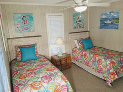 Twin room on main level