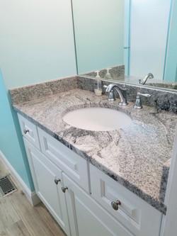 Main level bath, with shower/tub combo