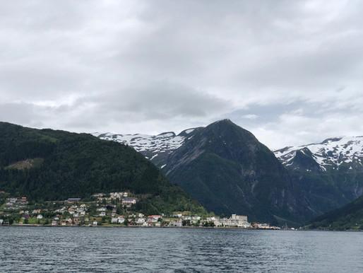 Fine dager mot Sognefjorden