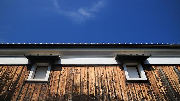Windows of sake storehouse.png