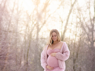 fotoshoot in de sneeuw zwangerschap in Antwerpen