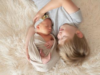 Newborn fotografie met grote broer in Duffel