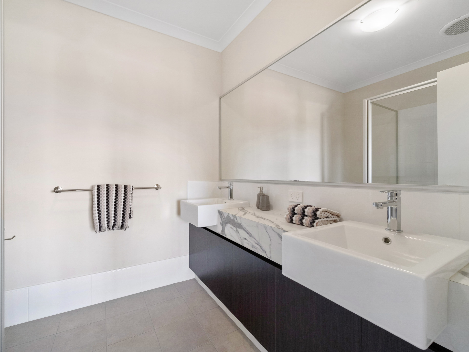 Room 1 29A Hampton Bathroom