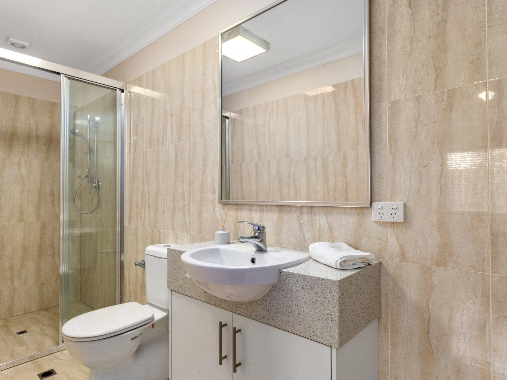 Room 1 Forrest St Bathroom
