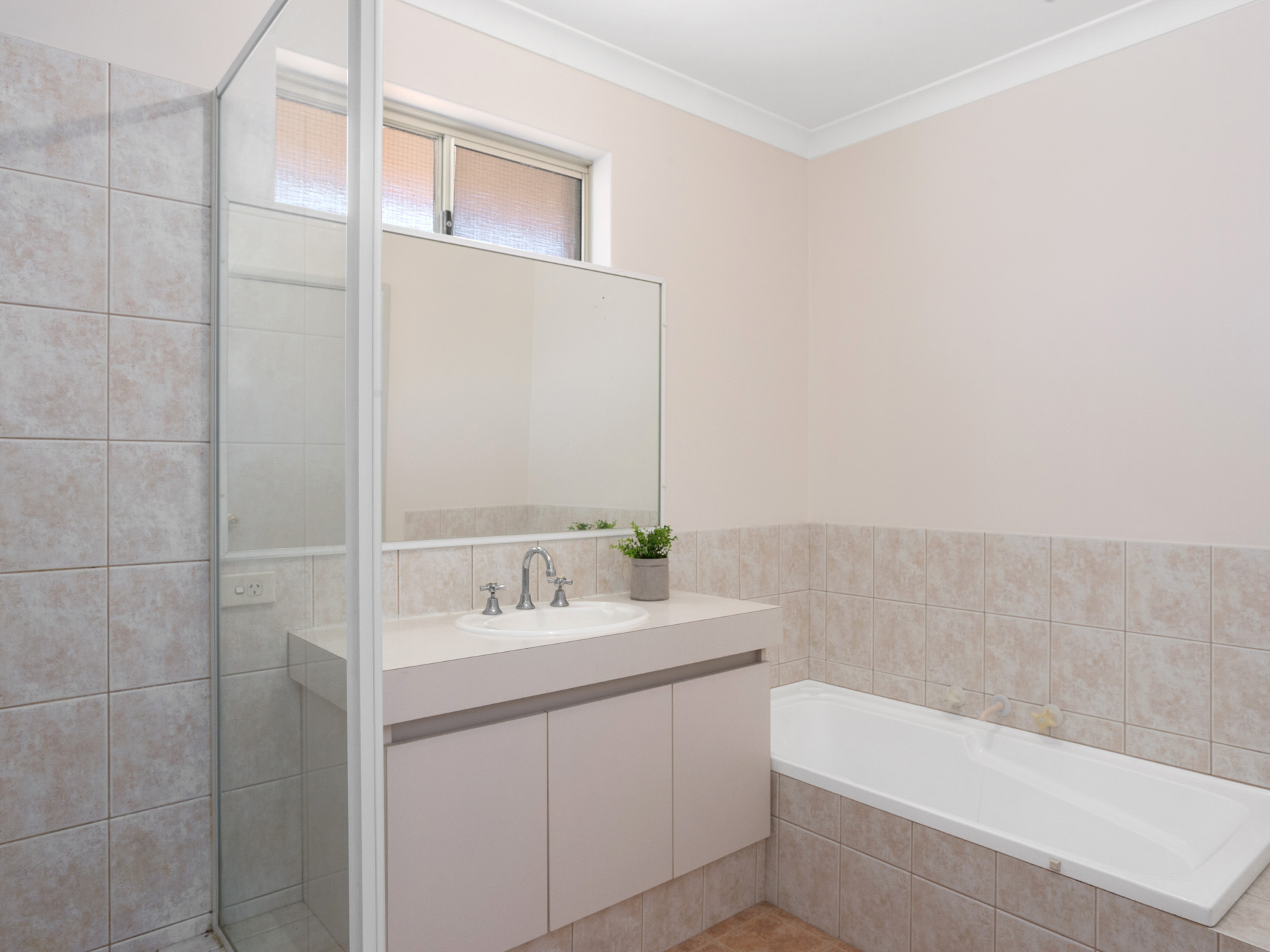 Room 1 2 3 4 5 Duncan Bath