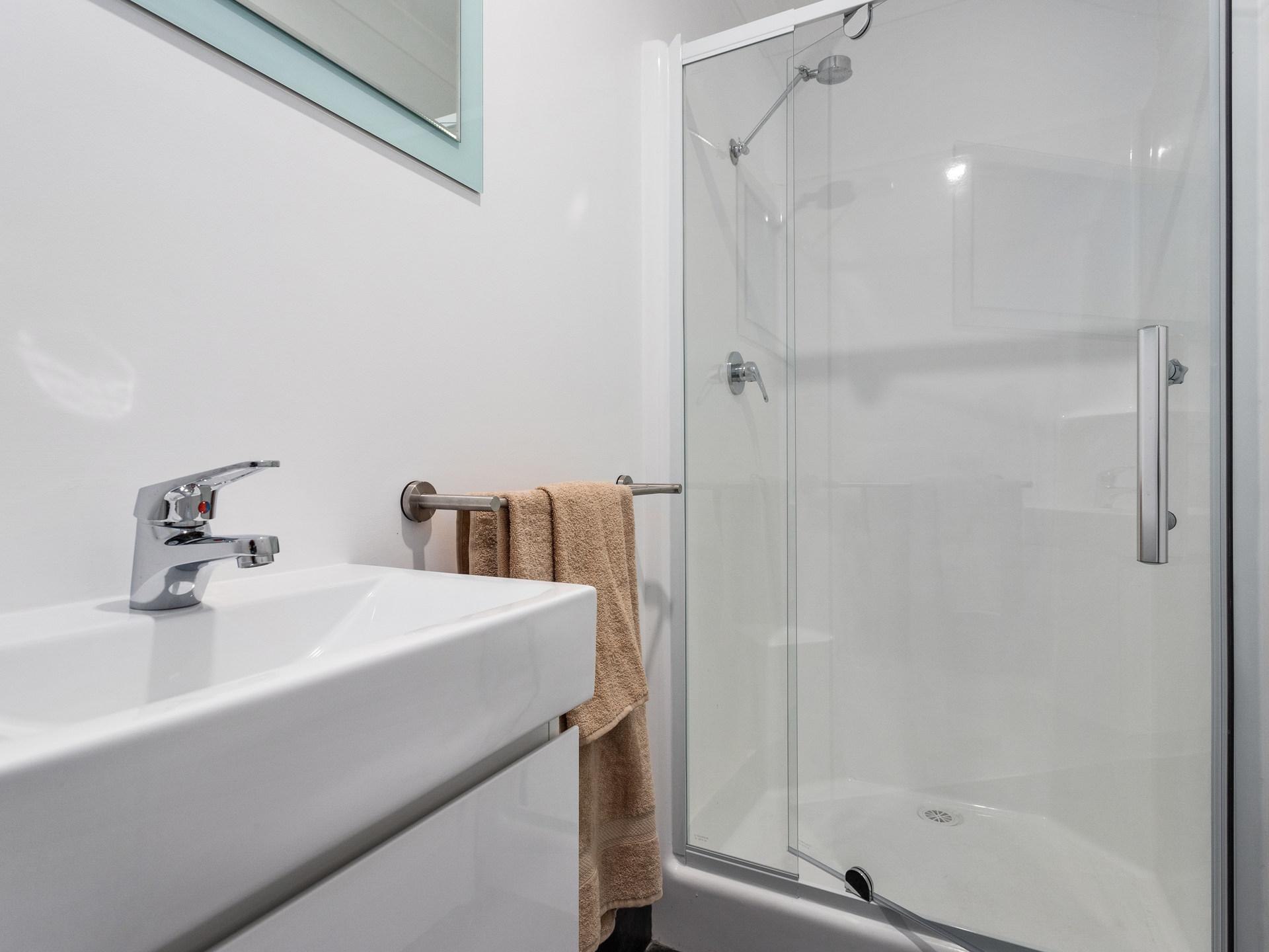 Room 5 Wentworth Bathroom