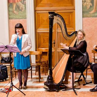 Voce femminile, arpa classica e violino