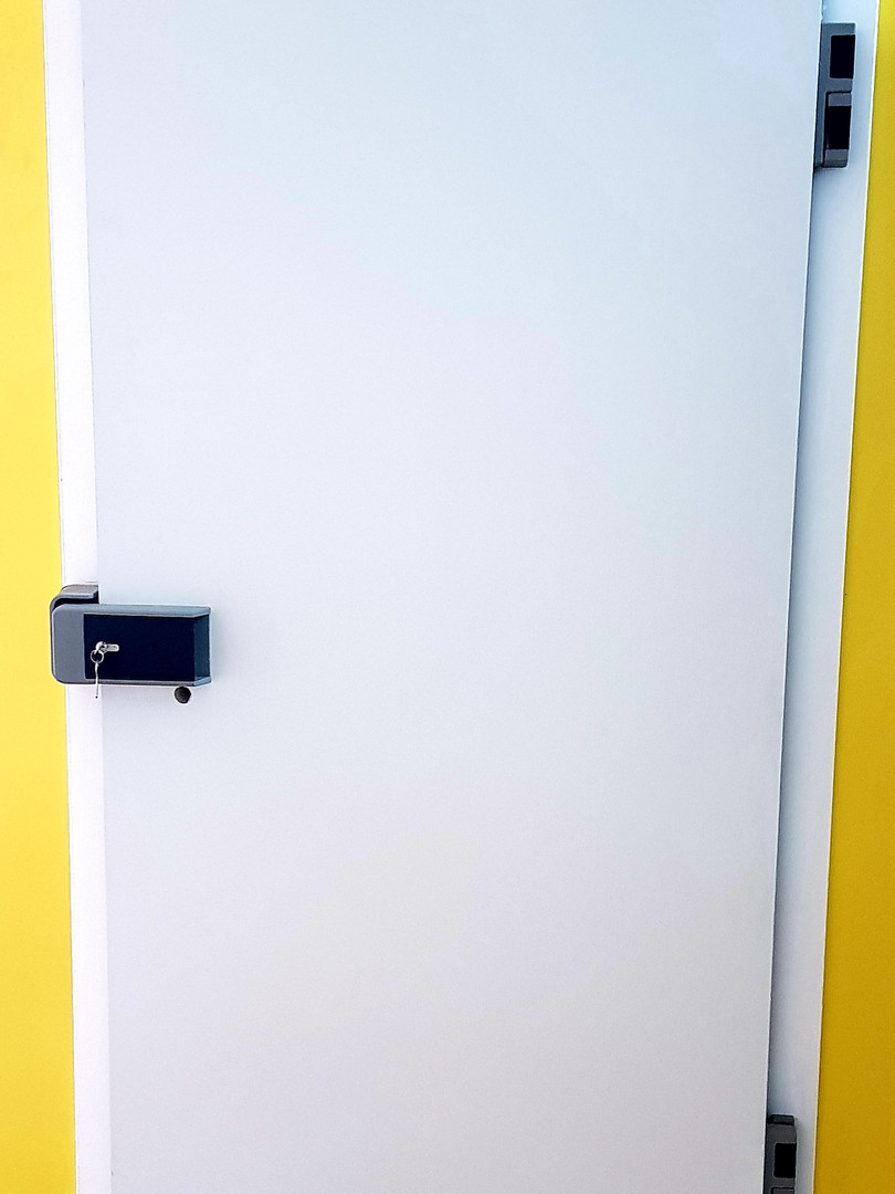 דלת נסתרת דלת חדר  קירור.jpg