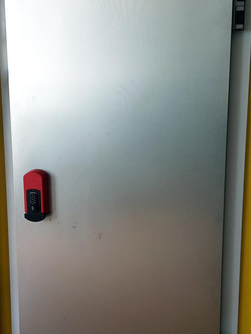 דלת חדר קירור נירוסטה.jpg