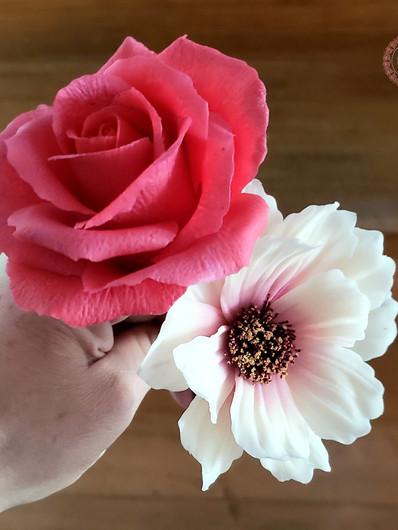 Flexiblecreamflowers