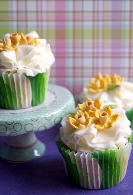 cupcakes daffodil www.andreagorigoitia.jpg