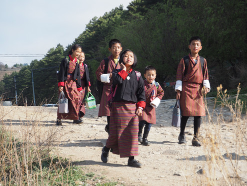 Schulkinder in Uniform