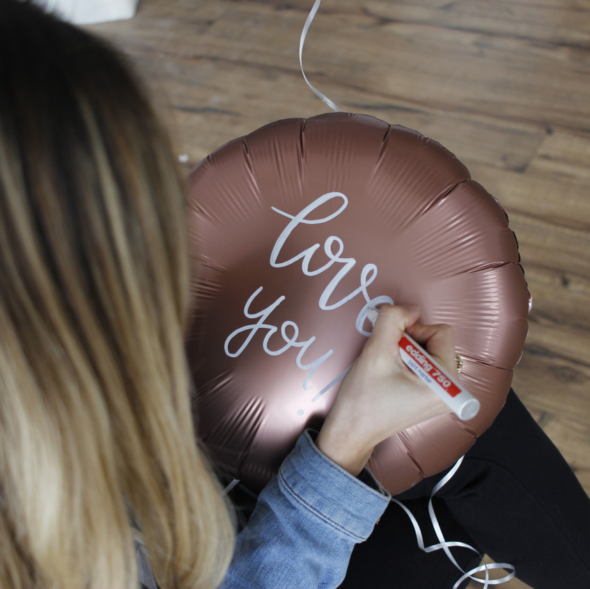 Hand Lettering on Balloons