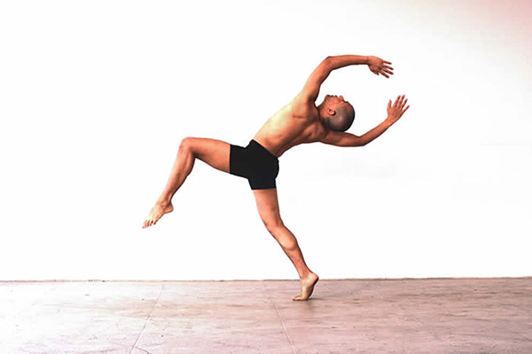 Robert Regala in José Limón's Psalm - photo by Beatriz Schiller