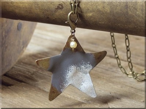 RUSTIC WIDE STAR NECKLACE