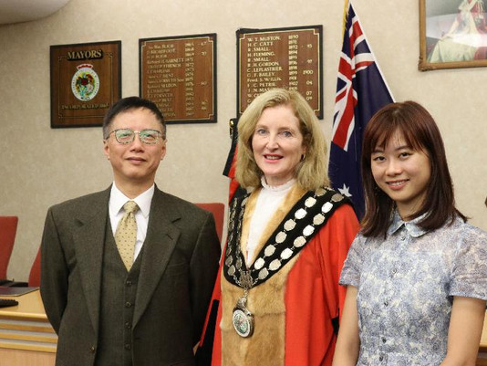 HKGOV: Artistic talent of Hong Kong shines in vivid Australian showcase (with photos)香港年輕畫家在澳洲悉尼燈光音樂