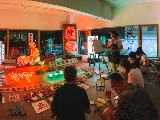 Neonsign Conservation Workshop with Streetsignshk