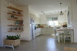 מבט לכיוון המטבח