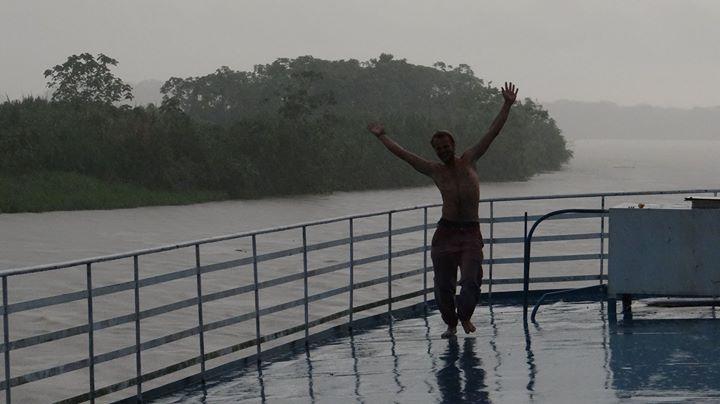 Sundance auf dem Amazonas in Peru