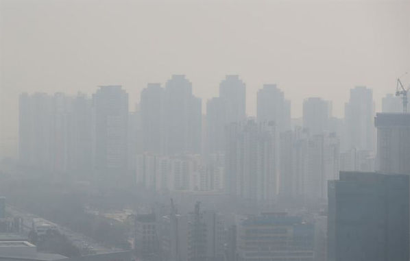 Toxic sandstorm over Seoul