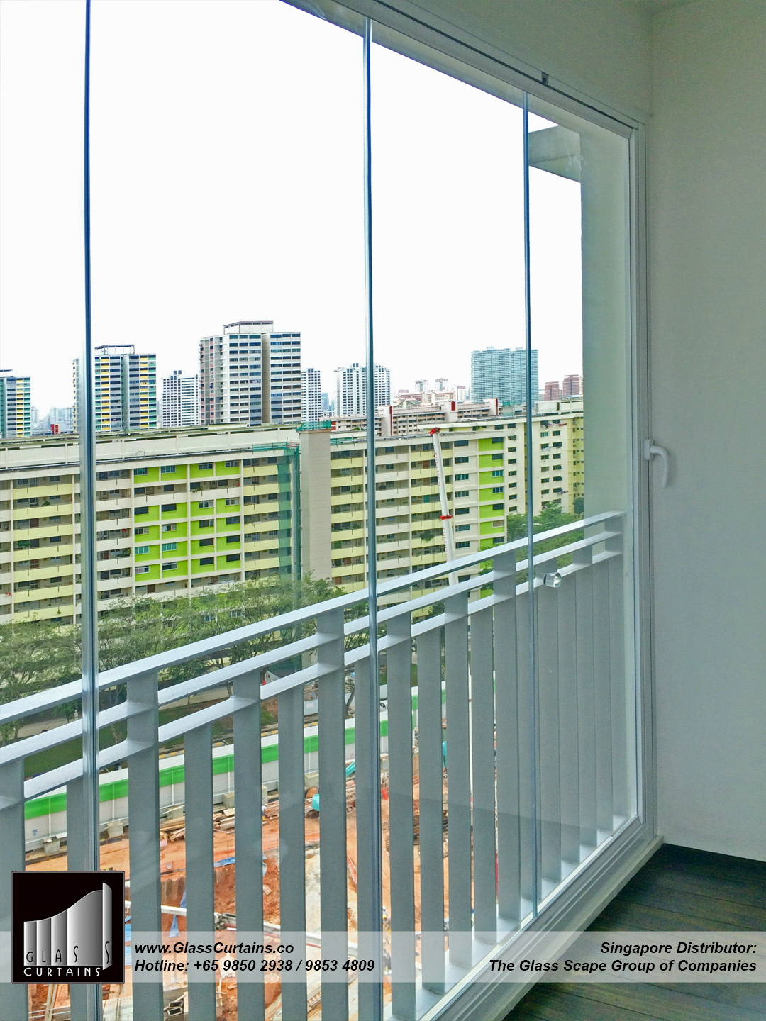 balcony frameless glass doors and doors closed 4b.jpg