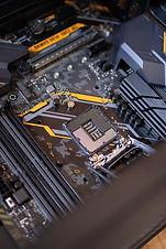capacitors-chips-circuit-board-2582937.j