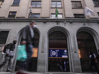 74% dos investidores brasileiros estão otimistas com a economia