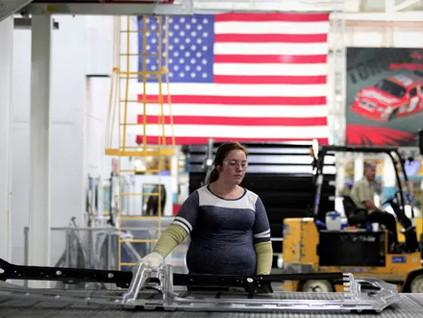 Americanos aceitam trabalhar mais para ter fim de semana com três dias