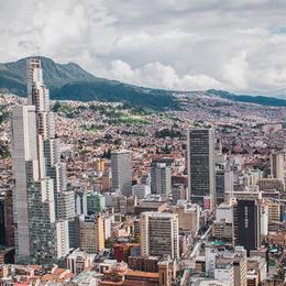 Variación de disponibilidad y precios en Oficinas Bogotá