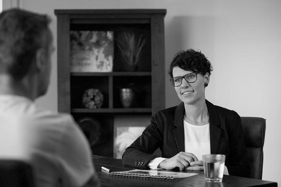 Anja-Schneider-im-Coachinggespräch