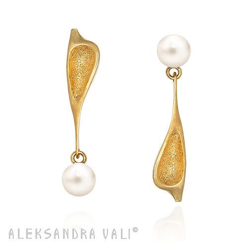 Winding Breeze Gold Earrings
