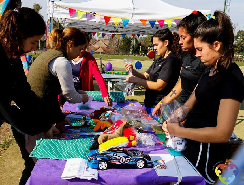 Voluntarios trabajando