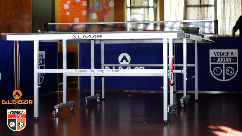 Mesa entregada en la escuela Juana M Gorriti