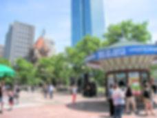 日本語ツアーページ用画像ーボストンの広場