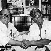 Mas Oyama mit Dolph Lundgren im Kyokushin Karate Anzug