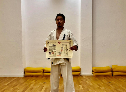 Das Shinzen Dojo feiert die Ernennung von Sempai Son Le