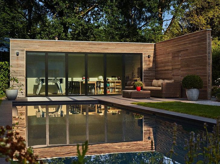 poolhouse-bois-exotique-piscine-exotisch