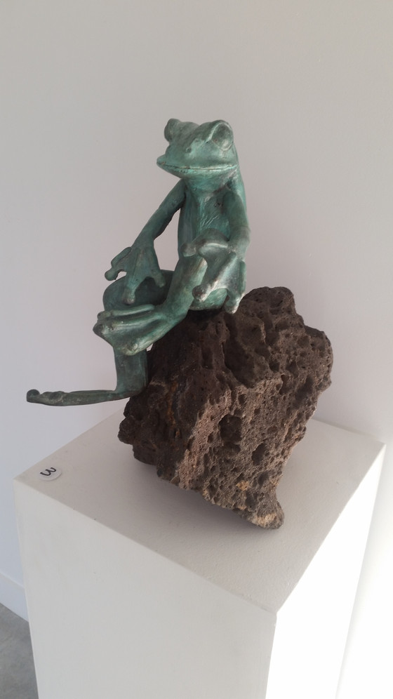 Seated Frog