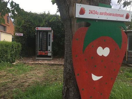 NIEUW! Vanaf vandaag elke dag verse aardbeien te koop in onze aardbeienautomaat! 😍🍓🍓🍓😛
