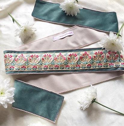 Lotus in Duo Turqoise & Creme (148cm-embroidery 64cm)