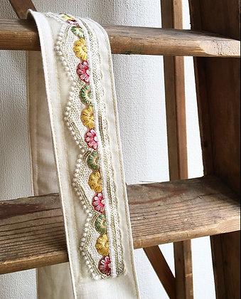 Little Daisy - Golden Threads -