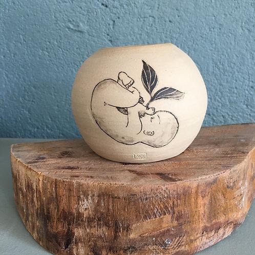 Vase boule motif bébé et plante