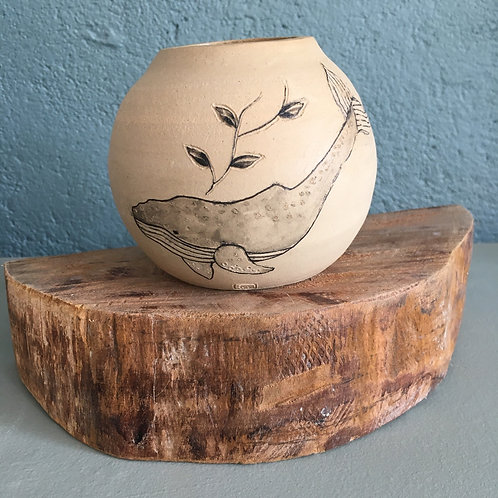 Vase boule motif baleine et plante