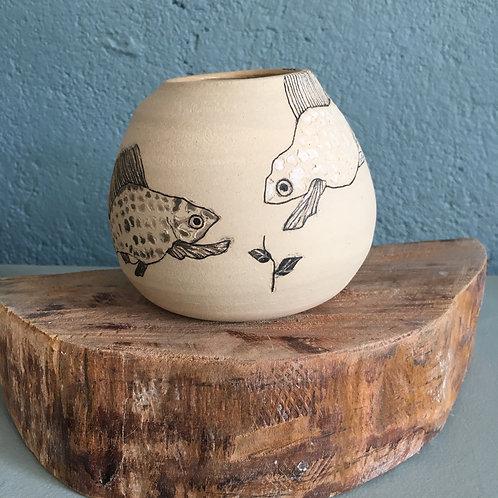 Vase boule motif poissons et plante
